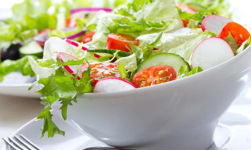 Салат с зеленью весенний