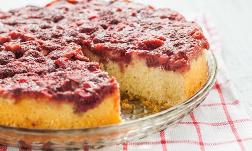 Перевернутый пирог с клубникой
