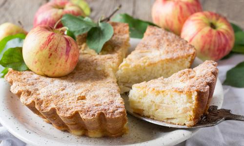 Творожный яблочный пирог