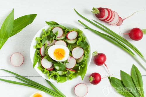 Салат из редиски с яйцом