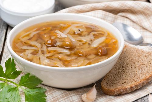 Щи из свежей капусты с курицей и грибами