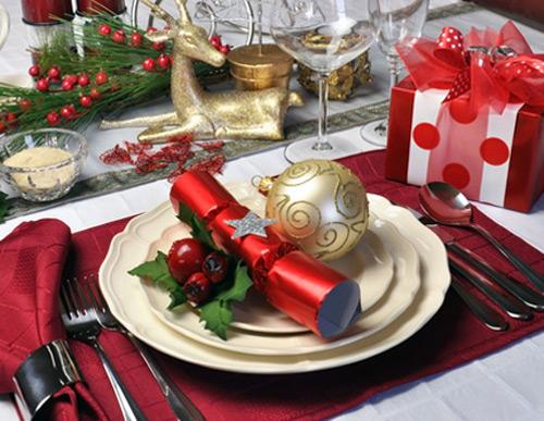 Идеи украшения новогоднего стола с фото