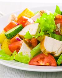 Простой салат с курицей диетический