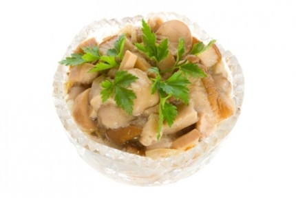 Салат с варено копченой рыбой