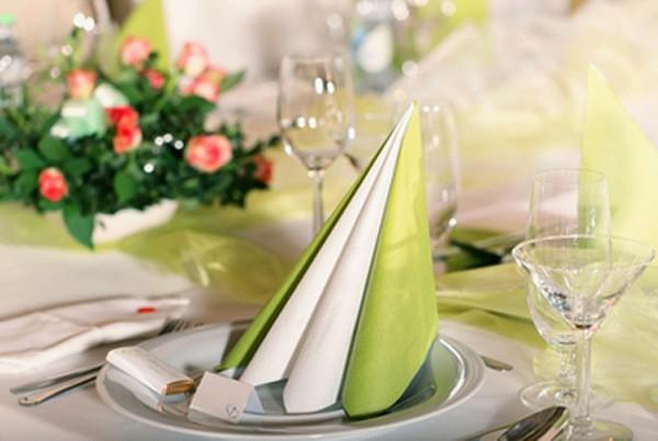 Как разложить салфетки на праздничный стол