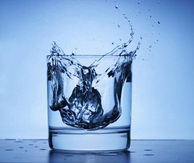 Питьевая вода содержит подсластители