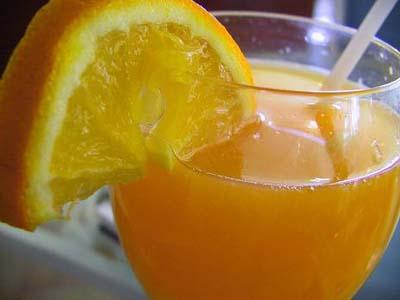 Почему вегетарианки должны выпивать стакан апельсинового сока к овощам