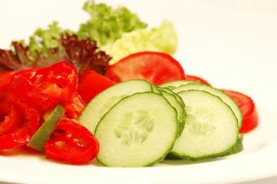 Свежие овощи на ночь не всегда полезны
