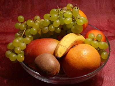 Во фруктах помимо витаминов есть еще масса полезных веществ