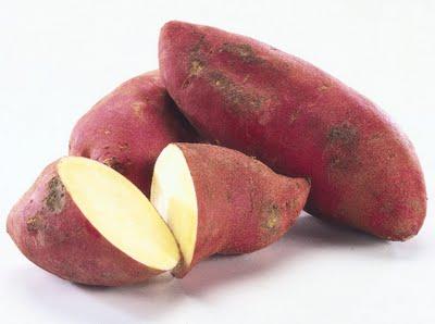 Картофельное ассорти с малосольными огурцами