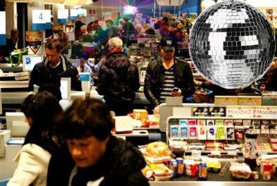 Амстердамские супермаркеты превращаются в дискотеки