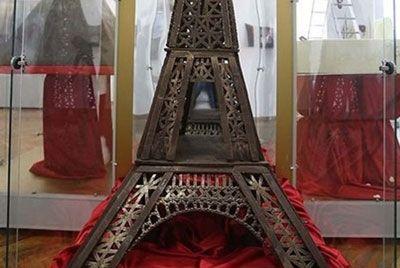 В Калининград привезли шоколадную Эйфелеву башню