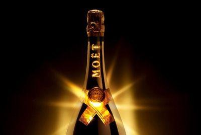 Светящаяся бутылка шампанского