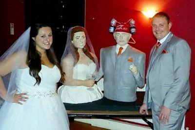 Свадебный торт в виде жениха и невесты