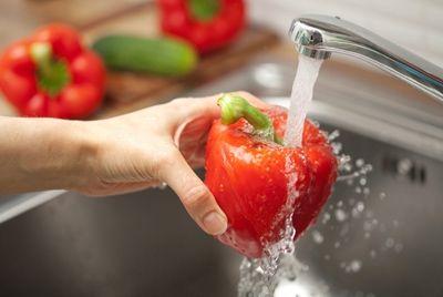 Эксперты советуют не готовить еду с использованием водопроводной воды