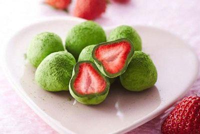 Япония отпразднует 14 февраля клубникой в зелёном шоколаде