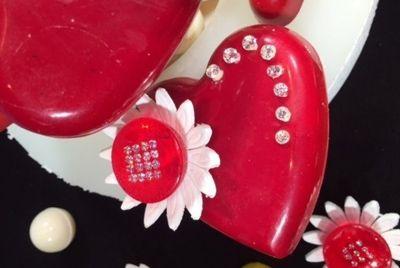 В Японии приготовили торт со 125 бриллиантами