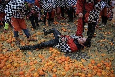 70 человек пострадали на фестивале апельсинов в Италии