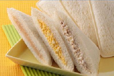 В Японии продают сэндвичи с лапшой