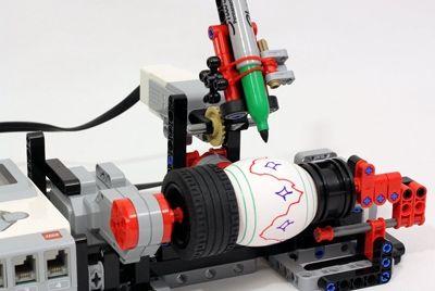 Робот для раскраски пасхальных яиц