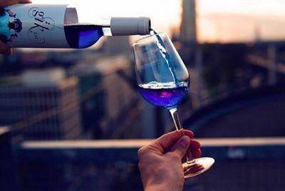 В Испании изобрели голубое вино