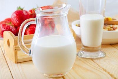 Цельное молоко защищает детей от ожирения
