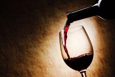 Бокал красного вина защитит от инсульта