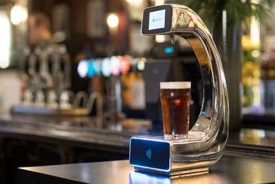 В лондонском баре появился первый в мире пивной автомат самообслуживания