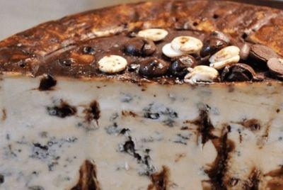 Создан голубой сыр с шоколадом