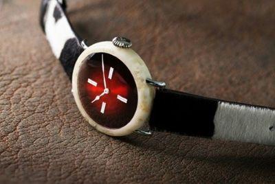 В Швейцарии создали часы с использованием сыра