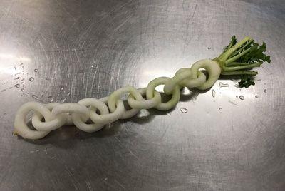 Японский повар вырезал цепь из дайкона