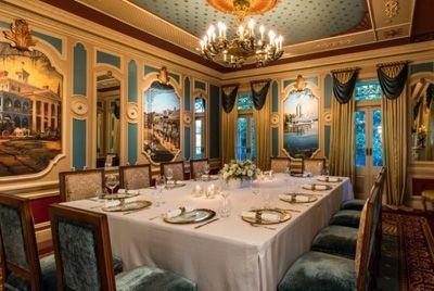 Ужин в диснеевском ресторане за 15000$