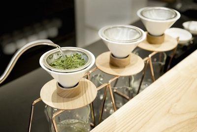В Японии появилось первое в мире кафе с чайными пуроверами