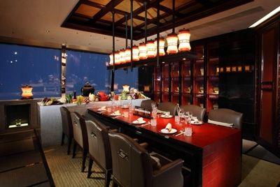 Самый высокий ресторан расположен на 102 этаже