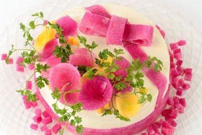 Салаты в виде тортов