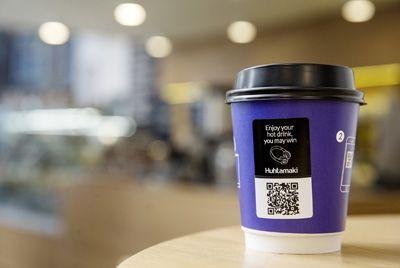 Финская компания создала термочувствительный бумажный стакан с рекламными возможностями