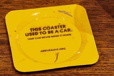 В канадском баре появились необычные подставки под пиво