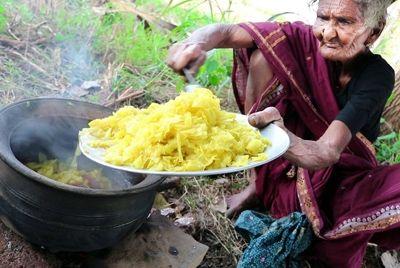 106-летняя индийская бабушка стала кулинарной сенсацией на YouTube