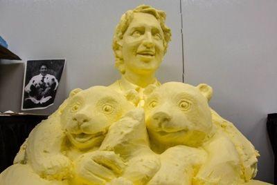 Скульптура канадского премьер-министра из сливочного масла