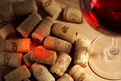Потребители предпочитают натуральные пробки для вина