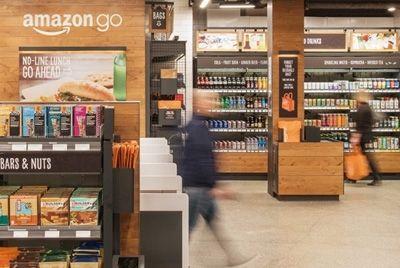 Компания Amazon открыла первый в мире супермаркет без продавцов и очередей