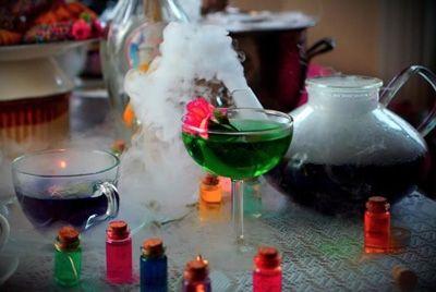 В Нью-Йорке открылся бар «Алиса в стране чудес»