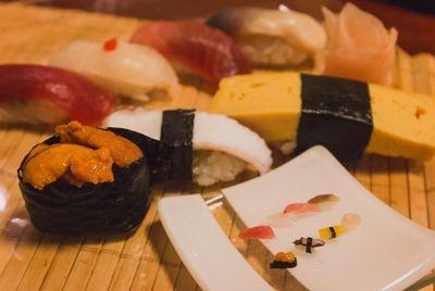 В ресторане Токио подают суши на одном рисовом зернышке