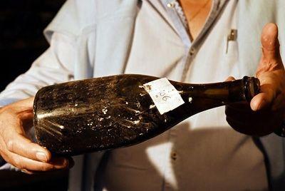 Бутылка вина эпохи Людовика XVI была продана за 107 тысяч евро
