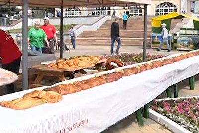 В Ельце испекли пирог длиной 10 метров
