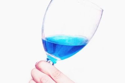 Синее вино пытается завоевать Францию