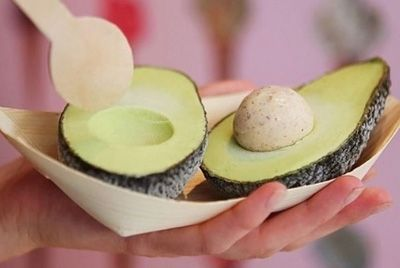 В Лондоне представили вегетарианское мороженое в виде авокадо