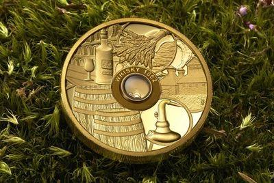 В Польше выпустили монету, содержащую самый старый виски в мире