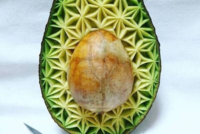 Японский  шеф-повар создает невероятные узоры на фруктах и овощах