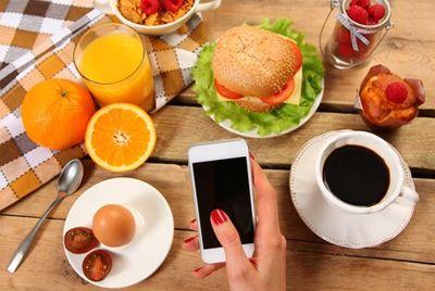 Нью-йоркский ресторан предлагает прятать мобильные телефоны во время трапезы
